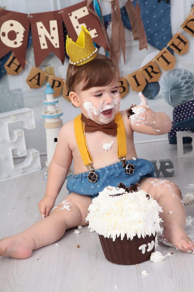 תינוק בצילומי קייק סמאש
